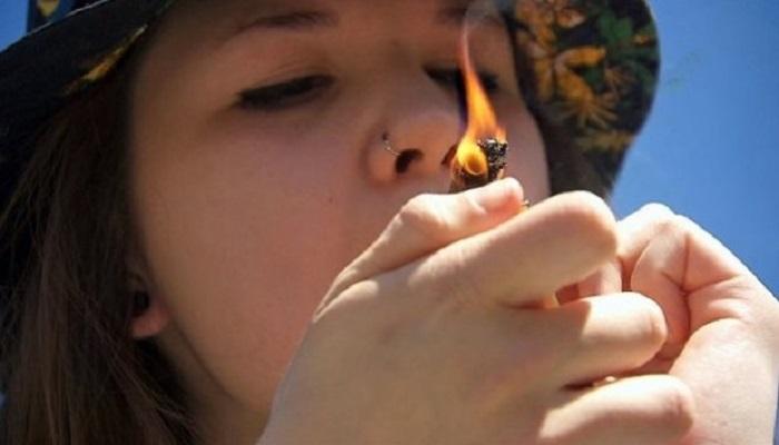 Многие подростки используют марихуану в медицинских целях.