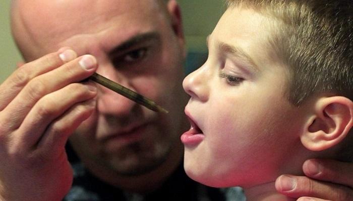 Медицинская марихуана помогает шестилетнему мальчику.
